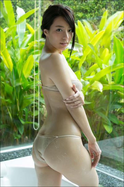 胸もお尻も最高級! 美形グラドル・小瀬田麻由、女子アナに扮して甘美な魅力を放つDVDの画像2