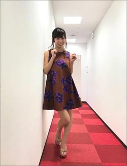 塩地美澄の「バキューム→ごっくん」に視聴者大興奮! ミニスカワンピでアリクイになりきるの画像1