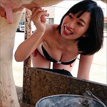 倉持由香、極太の乳頭を握って白い液体がピュッ! なんとも卑猥な乳搾り画像に反響続々