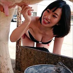 倉持由香、極太の乳頭を握って白い液体がピュッ! なんとも卑猥な乳搾り画像に反響続々の画像1