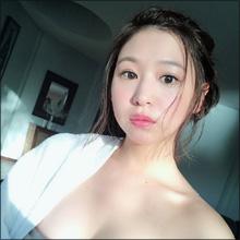 佐山彩香のセクシー進化が止まらない! むっちり系メリハリボディに熱視線