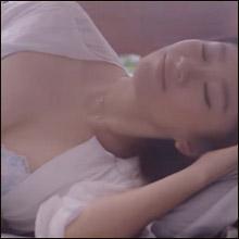 """衰え知らずのセクシーさ! 篠原涼子、""""自分でもうっとりするような谷間""""披露"""