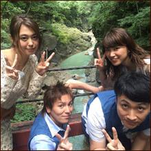久松郁実&大川藍、旬の美女ふたりがバスタオル一枚でセクシーポーズ! 男性視聴者から「神回」と絶賛