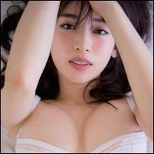「巨乳すぎるモデル」泉里香、初の水着写真集に早くも予約殺到で大ブレイク秒読み