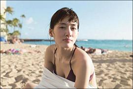 綾瀬はるか、最新写真集で「禁断の爆乳」2年ぶりに解禁! 水着姿の先行カットにファンの期待ふくらむの画像1