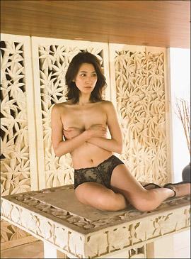 安心感のある手ブラ!? スレンダー美女・戸田れい、1st写真集で大人の色香大放出の画像1