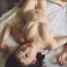 「日本一エッチな女子大生」忍野さら、最胸グラドルの過激グラビアに魅了される男性続出の画像1