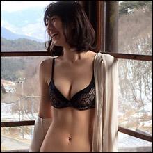 「もはや芸術品」新くびれ女王・佐藤美希、セクシーオフショット連発で男性ファンを魅了