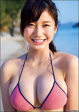 8頭身Gカップボディに大反響! 18歳の超逸材・小倉優香、鮮烈グラビアデビューに「破壊力すごすぎる」と絶賛の声の画像1