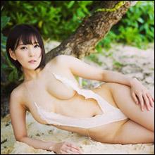 ショートカット美女・朝比奈祐未、胸元からおへそ部分まで引き裂かれた露出の激しいハイレグ水着!
