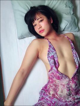 上気した頬が艶っぽい! 8頭身レースクイーン・河瀬杏美、露出の激しいドレス姿で最新イメージ作品をPRの画像1