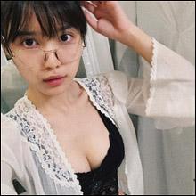 可愛すぎるモグラ女子・松本愛、メガネ&谷間の部屋着ショット披露! 「おっぱい巨大化」に驚愕するファンも