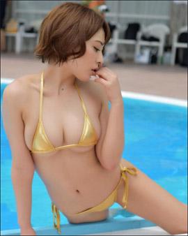「まん丸乳は出してナンボ」金子智美、過激な水着ショット連発でファン魅了の画像1