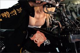 「少年誌の限界超えた」人気コスプレイヤー・伊織もえ、サラシ姿で下乳を大胆露出したグラビアに大反響の画像1