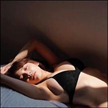 都丸紗也華、神乳チラリのイメージカット公開! これまでにない試みの新写真集に期待ふくらむ