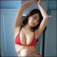 「めちゃくちゃ水着がいやらしいの!」森咲智美、渾身の袋とじグラビアで男性ファンを悩殺