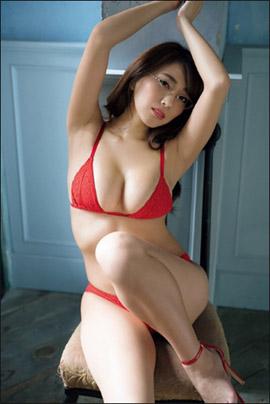「めちゃくちゃ水着がいやらしいの!」森咲智美、渾身の袋とじグラビアで男性ファンを悩殺の画像1