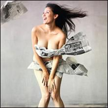 橋本マナミ、衝撃の「新聞紙ビキニ」でホームレスに!? 愛人キャラの枠を超えた活躍に大注目