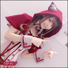 日本一のコスプレイヤー・えなこ、半ケツ露出の「エッチな赤ずきんちゃん」コスで芸人たちを悩殺