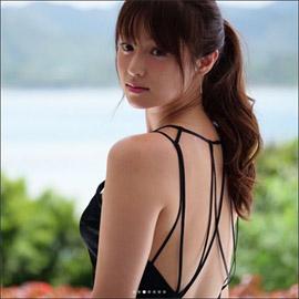 「もはや女神」深田恭子、美背中と二の腕を大胆露出! 変わらぬ美貌でファンを魅了の画像1