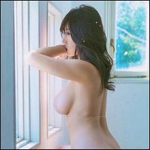 「ヌードよりエロい」鈴木ふみ奈、裸に見える衝撃ビキニショット! 神々しいほどの完璧ボディで男性ファンを悩殺