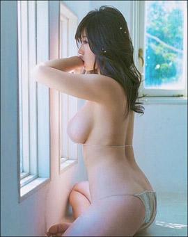 「ヌードよりエロい」鈴木ふみ奈、裸に見える衝撃ビキニショット! 神々しいほどの完璧ボディで男性ファンを悩殺の画像1