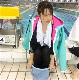 「可愛さと綺麗さの両立がすごい」深田恭子、濡れ髪&谷間チラリの色っぽショット!の画像1