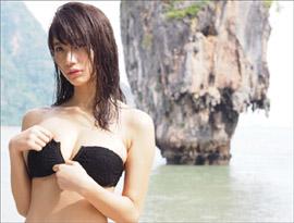 「今年最も輝いたグラビアの星」小倉優香、ビキニブラのファスナー下ろして攻撃的アプローチ!の画像1