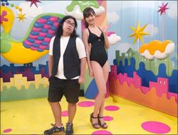 9頭身モデル・熊江琉唯、連日のビキニ露出で男性人気が急上昇! ロッチ中岡とのツーショットに「同じ生物と思えない」と驚愕の声の画像1