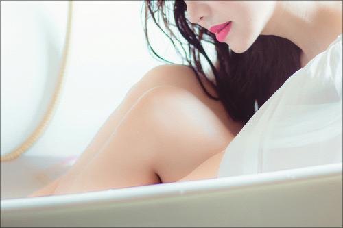 【エロ体験談】エレベーターで遭遇した美女のエッチなお恵みの画像1