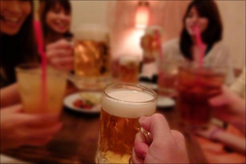 【エロ体験談】ゲーム仲間のスレンダー美女は超積極的! オフ会終わりにラブホへゴー!!の画像1