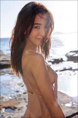 板野友美、写真集の売上好調で「横乳ショット」を大サービス! 快進撃止まらず完全復活の気配の画像1
