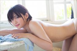 美形ちっぱいクイーン鈴木咲、至高の上半身ヌードでファンを悩殺! 待望のセカンド写真集に期待高まるの画像1