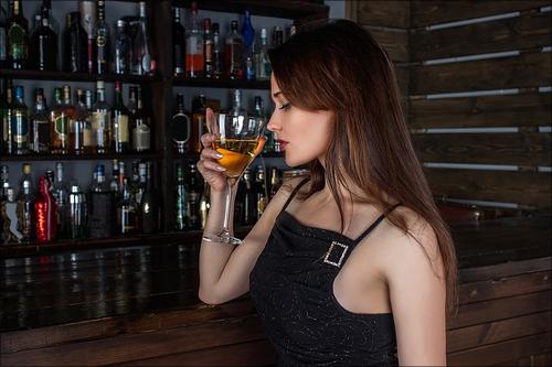 【エロ体験談】ドスケベ女とサシ飲みの画像1