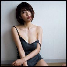 岸明日香、艶めかしい表情でG乳ポロリ寸前ショット! 女優業で培われたさすがの色気!!