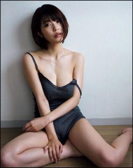 岸明日香、艶めかしい表情でG乳ポロリ寸前ショット! 女優業で培われたさすがの色気!!の画像1