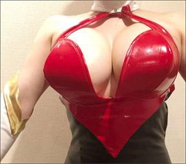 叶美香、衝撃の『キューティーハニー』コス! Qカップバストでアニメキャラのボディを完全再現の画像1