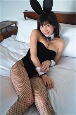 「網タイツがエロすぎ」小倉優香、人生初のバニー衣装に絶賛巻き起こるの画像1