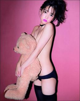 「裸やないか!」AKB48・加藤玲奈、トップレス状態の過激セミヌードに男性ファン衝撃の画像1