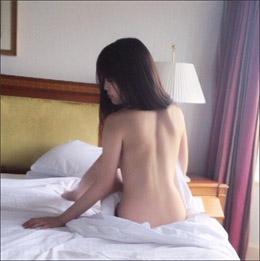 白石みずほ、絵画のように美しい背中ヌード! アート性高いセクシーショットの画像1