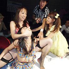 ビキニギャルと枕が乱れ飛ぶお布団ファイト、渋谷でゴング!