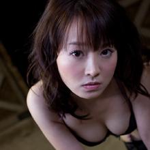 驚異の度胸を備えた天性の女優・西条美咲。プレミア必至の初写真集発売!
