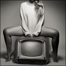 人気女子アナ「全裸ベッド写真」流出騒動、リベンジポルノなら「悪質な犯罪」との声も