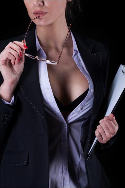 【エロ体験談】出会いカフェで上司の秘書を発見! ホテルに誘うと、まさかの濃厚中出しエッチの画像1