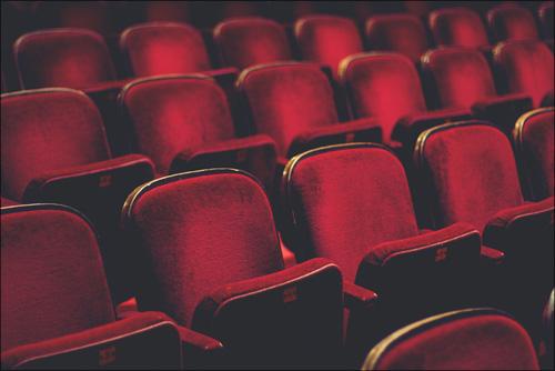 【エロ体験談】成人映画館でドキドキの大量発射の画像1