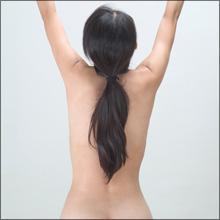 【エロ体験談】裸族の彼女がエプロンをつけたら…それすなわち男の夢