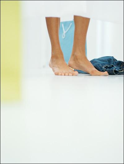 【エロ体験談】試着室で後輩女子に迫られる!の画像1