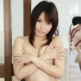 手が届きそうな可愛さで人気のAV女優・有村千佳が、柔道部員たちに銭湯でもてあそばれるマネージャー役で壊れる!?