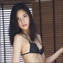 元SKE48が妖艶ショット! 長身スレンダー美女・honoka、初のイメージ作品で女王様的な魅力