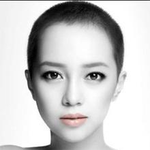 韓国での過去は恥部? 坊主頭の新人歌手ICONIQにバッシングと